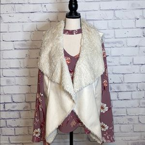 Stunning tan faux leather & fur vest by Knox Rose